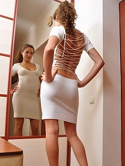Thats what I like about my frock. It shows and hides at the same time. I enjoy that