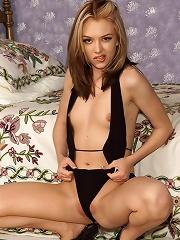 Jeanie Stripping & Posing